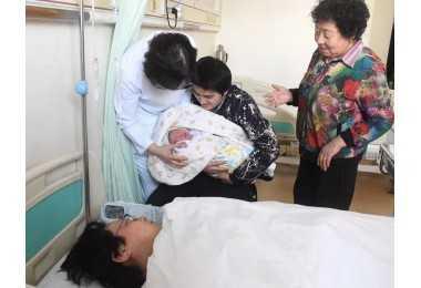 热点|中国首例试管婴儿二代宝宝出生啦!